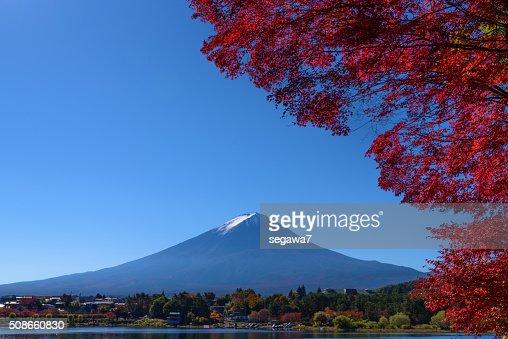 Mountain Fuji and lake in autumn season : Stock Photo