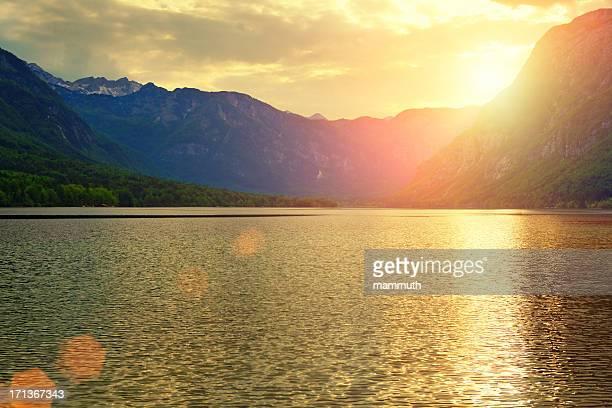 mountain lake bei Sonnenuntergang
