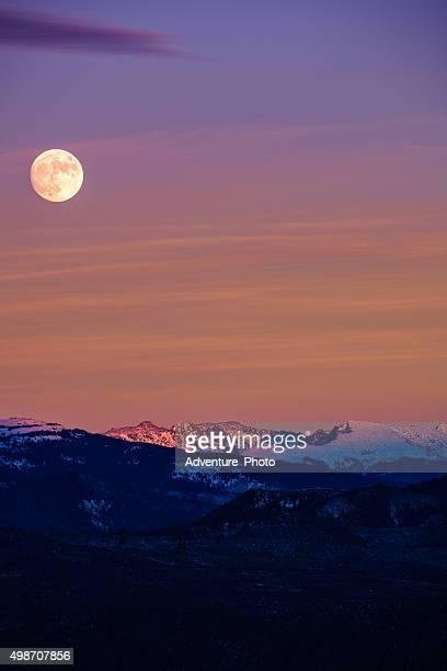 Moonrise montagna