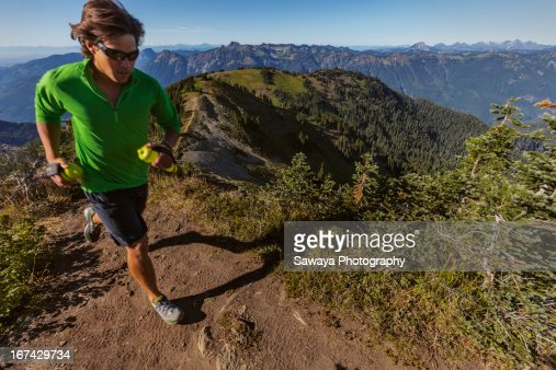 Mountain trail running in the North Cascades : Foto de stock