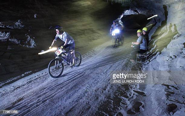 Mountainbikers compete in the 21st 'Extrem Mountainbike Race' 17 November 2007 at the 'Glueck Auf' pit of a former salt mine in Sondershausen eastern...