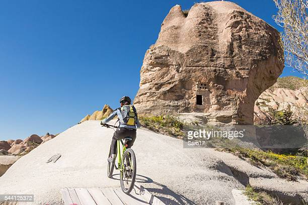 Mountainbiking in Richtung Cappadocian Himmel, Türkei.