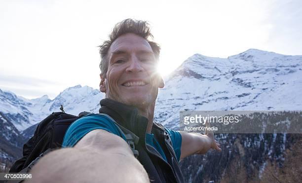 Mountaineer nimmt Selfies Porträt auf ridge Wappen