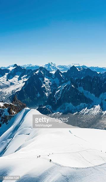 Gli alpinisti sulle vette Alpine neve glacier