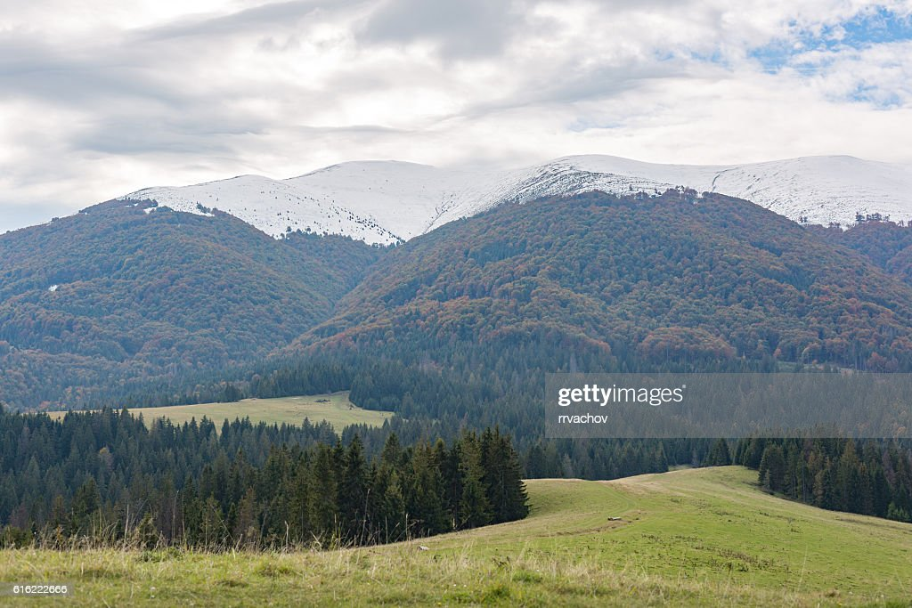 Mountains range and storm clouds : Foto stock