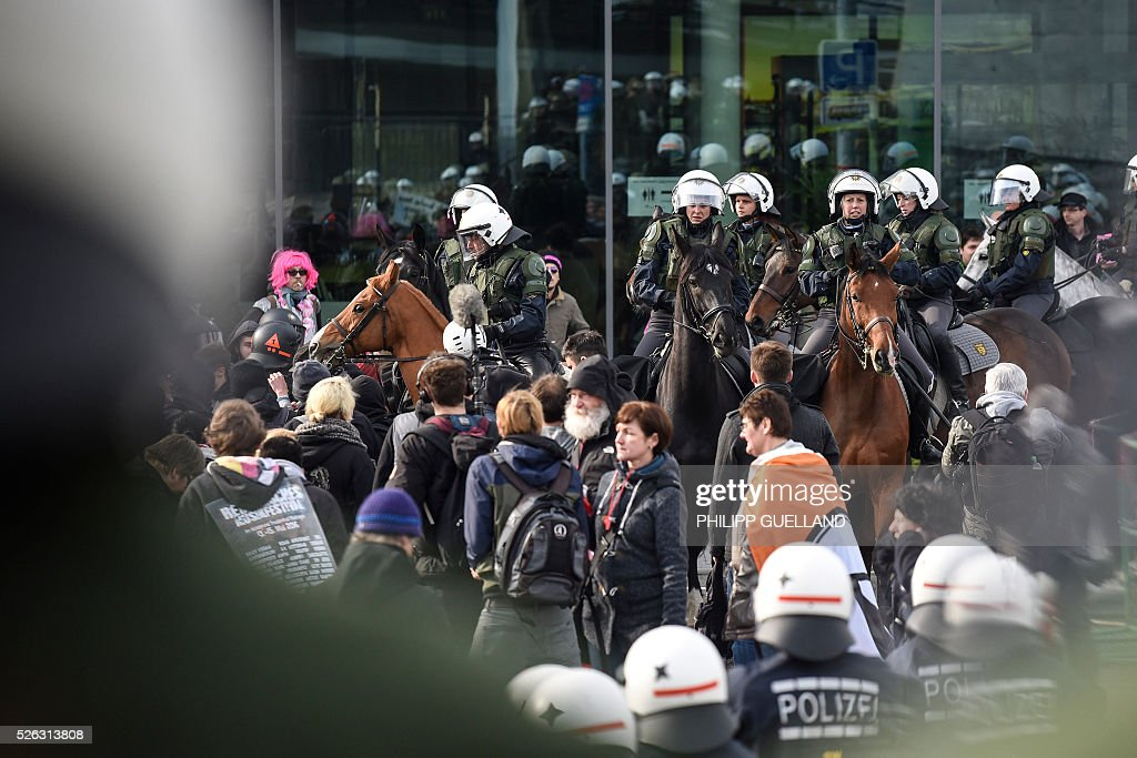 Mounted police stands in front of the venue of a party congress of the German right wing party AfD (Alternative fuer Deutschland) at the Stuttgart Congress Centre ICS on April 30, 2016 in Stuttgart, southern Germany. Protesters tried to block the access to the party conference of the 'Alternative Fuer Deutschland' (Alternative for Germany) with around 400 being taken into custody. / AFP / Philipp GUELLAND