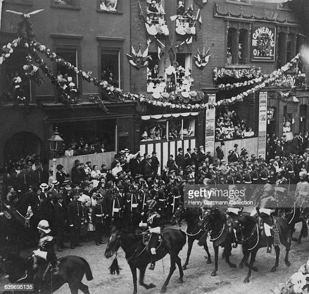 Mounted troops of an Indian bodyguard in Queen Victoria's Diamond Jubilee procession on Borough High Street London on their return to Buckingham...