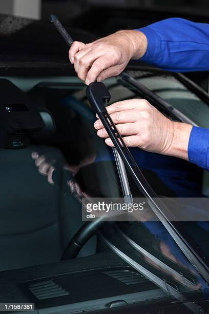 Mounting a new windscreen wiper