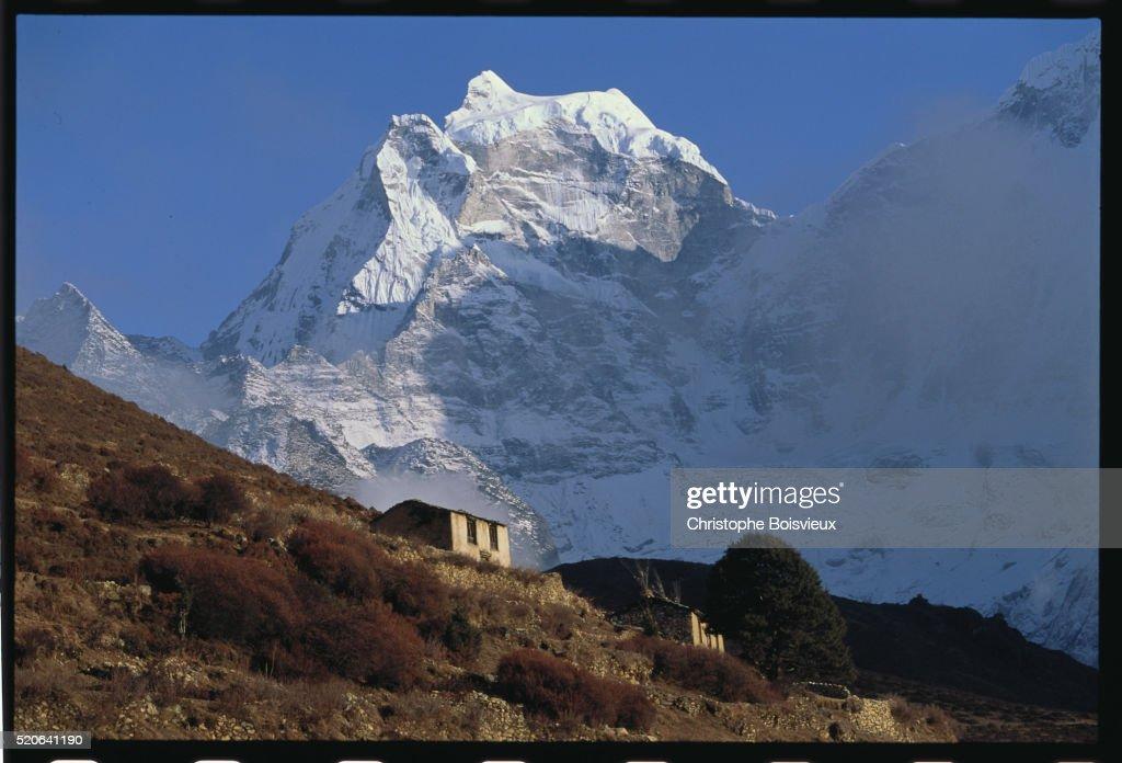 Mounts Phortse and Kangtega