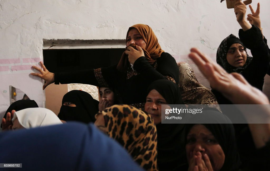 """Mourners and Hamas militants carry the body of Nidal al-Jaafari, a 28-year-old field commander who was killed overnight in a suicide attack that targeted Hamas forces near the Gaza Strip's crossing with Egypt, during his funeral in Rafah on August 17, 2017. Hamas's military wing, the Ezzedine al-Qassam Brigades, blamed """"fundamentalist jihadists"""" for the attack, but further details on their backgrounds and motivations were still being investigated."""