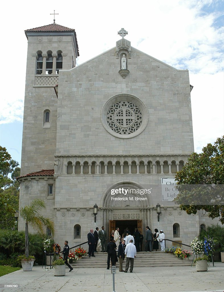 Mourners attend a memorial service for Gregory Hines at Saint Monica's Catholic Church on August 13, 2003 in Santa Monica, California.