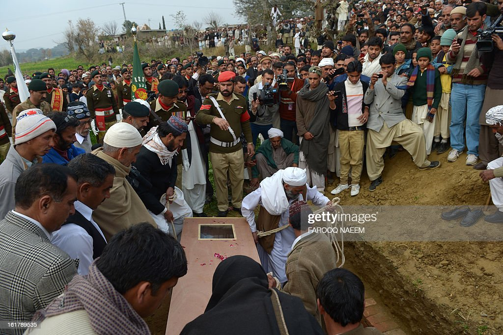 Mourners bury a Pakistani soldier who was shot dead along the Line of Control (LoC), at a village in Bainso, about 45 kms from the capital Islamabad, on February 16, 2013. Indian troops shot dead a Pakistani soldier along the de facto border in the disputed Kashmir region in the first deadly exchange since a truce was agreed a month ago, officials said Friday. AFP PHOTO/Farooq NAEEM