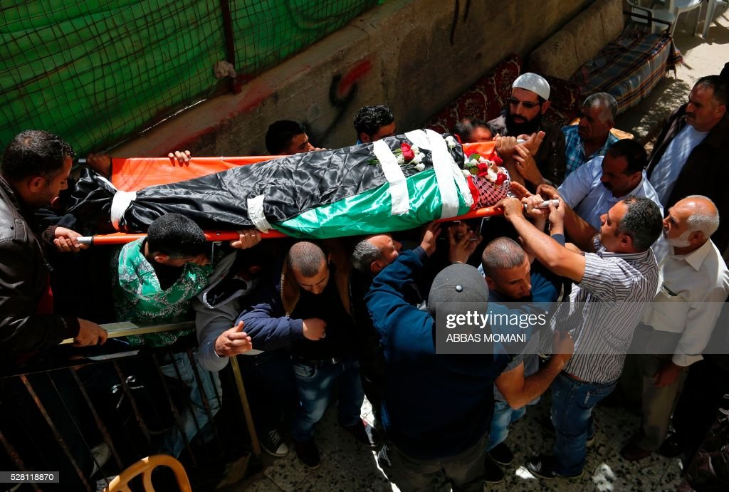 Mourners carry the body of Palestinian Ahmed Shahaada, 36, who was shot dead by Israeli troops after ramming his vehicle into three Israeli soldiers in the occupied West Bank, during his funeral in Betunia, near the city of Ramallah, on May 4, 2016. A Palestinian rammed his car into a group of Israeli soldiers in the occupied West Bank on May 3, injuring three before being shot dead, the Israeli army said. The army later confirmed that the injured were soldiers, and said they were taken to hospital for treatment without giving further details. MOMANI