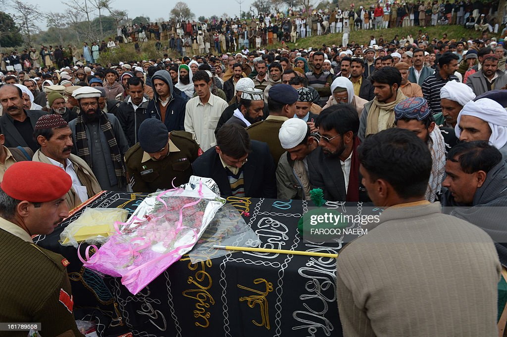 Mourners prepare to bury a Pakistani soldier who was shot dead along the Line of Control (LoC), at a village in Bainso, about 45 kms from the capital Islamabad, on February 16, 2013. Indian troops shot dead a Pakistani soldier along the de facto border in the disputed Kashmir region in the first deadly exchange since a truce was agreed a month ago, officials said Friday. AFP PHOTO/Farooq NAEEM