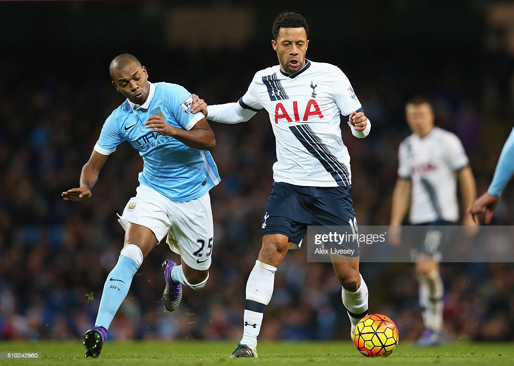 Mousa Dembele of Tottenham Hotspur is closed down by <a gi-track='captionPersonalityLinkClicked' href=/galleries/search?phrase=Fernandinho+-+Fotbollsspelare+f%C3%B6r+Shakhtar+Donetsk+och+Brasilien&family=editorial&specificpeople=10093285 ng-click='$event.stopPropagation()'>Fernandinho</a> of Manchester City during the Barclays Premier League match between Manchester City and Tottenham Hotspur at Etihad Stadium on February 14, 2016 in Manchester, England.