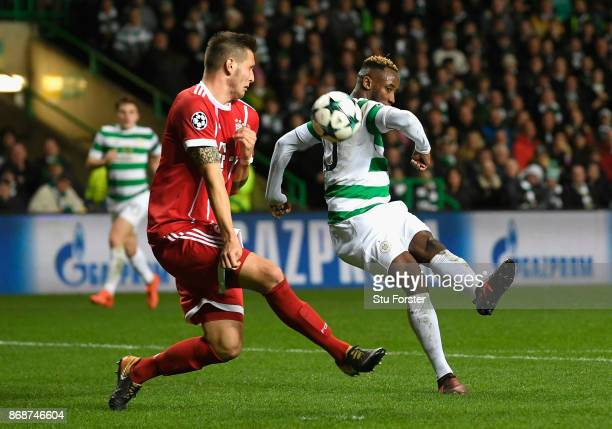 Moussa Dembele of Celtic shoots and misses during the UEFA Champions League group B match between Celtic FC and Bayern Muenchen at Celtic Park on...