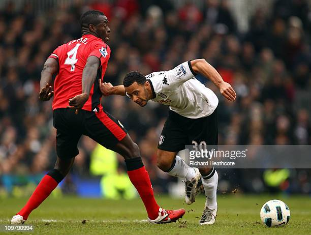 Moussa Dembele of Fulham battles with Christopher Samba of Blackburn during the Barclays Premier League match between Fulham and Blackburn Rovers at...