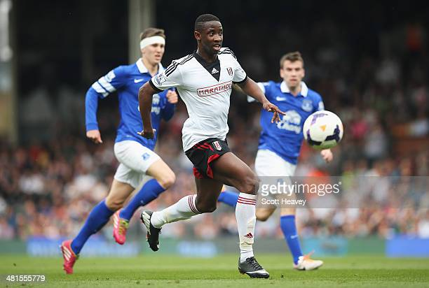 Moussa Dembele of Fulham makes a break during the Barclays Premier League match between Fulham and Everton at Craven Cottage on March 30 2014 in...