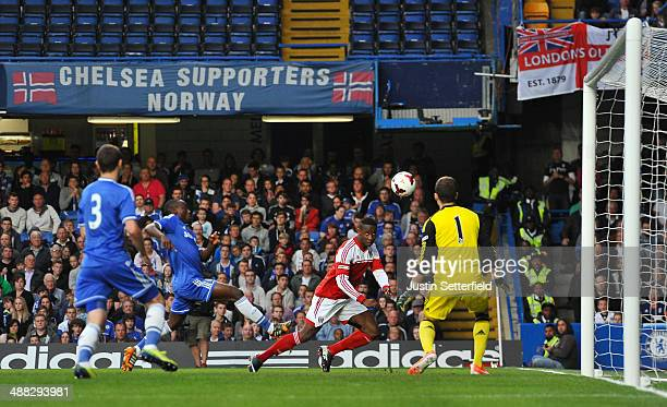 Moussa Dembele of Fulham scores the 1st goal during the FA Youth Cup Final Second Leg match between Chelsea U18 and Fulham U18 at Stamford Bridge on...