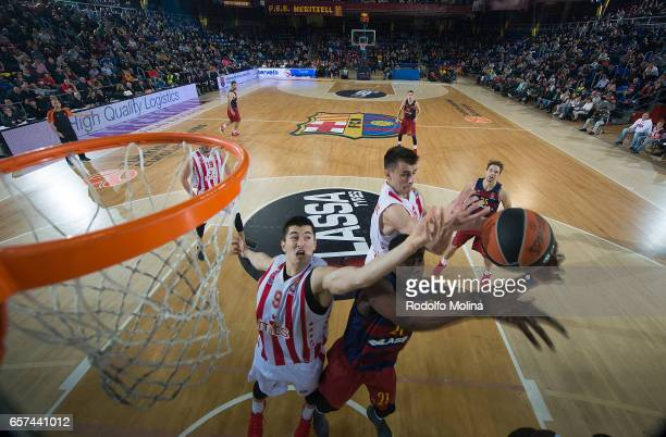 Moussa Diagne #21 of FC Barcelona Lassa competes with Luka Mitrovic #9 of Crvena Zvezda mts Belgrade and Nemanja Dangubic #6 during the 2016/2017...