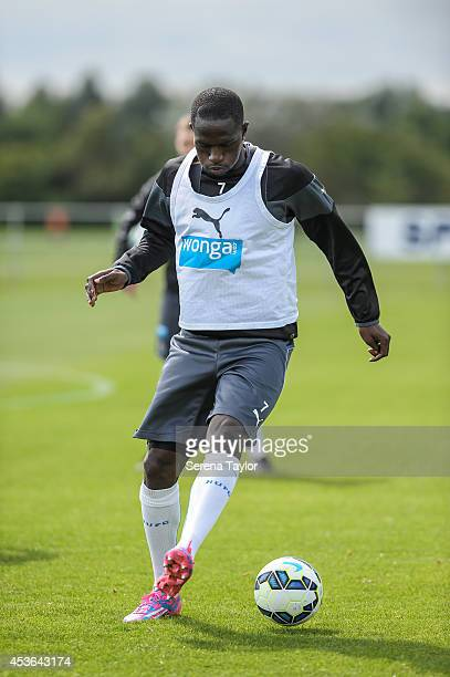 Moussa Sissoko controls the ball during a Newcastle United First Team Training Session at the Newcastle United Training Centre on August 15 in...