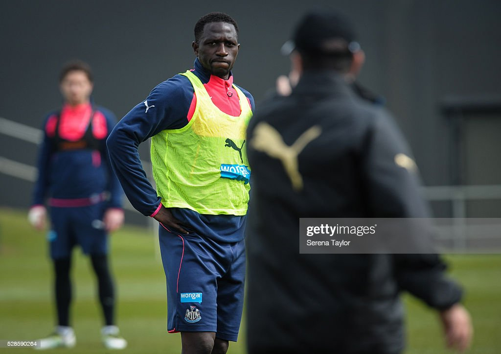 <a gi-track='captionPersonalityLinkClicked' href=/galleries/search?phrase=Moussa+Sissoko&family=editorial&specificpeople=4191251 ng-click='$event.stopPropagation()'>Moussa Sissoko</a> (L) looks at Rafael Benitez (R) during the Newcastle United Training session at The Newcastle United Training Centre on May 6, 2016, in Newcastle upon Tyne, England.