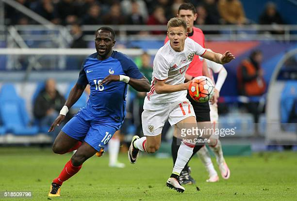 Moussa Sissoko of France and Oleg Shatov of Russia in action during the international friendly match between France and Russia at Stade de France on...