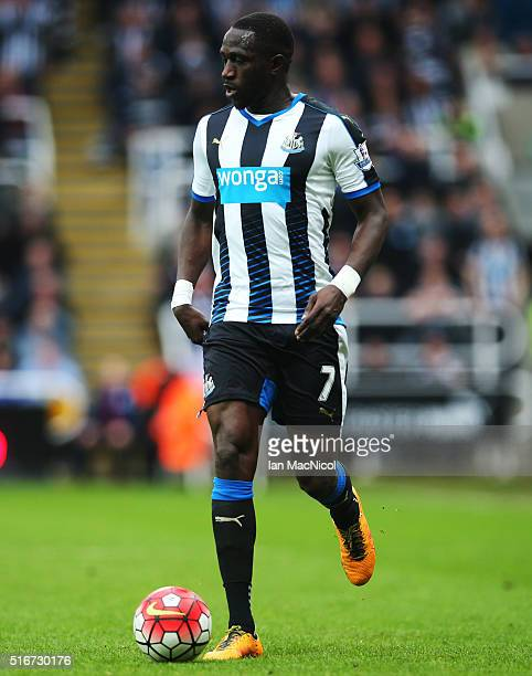 Moussa Sissoko of Newcastle United controls the ball during the Barclays Premier League match between Newcastle United and Sunderland at St James...