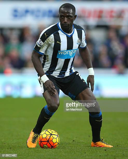 Moussa Sissoko of Newcastle United ontrols the ball during the Barclays Premier League match between Newcastle United and AFC Bournemouth at St James...
