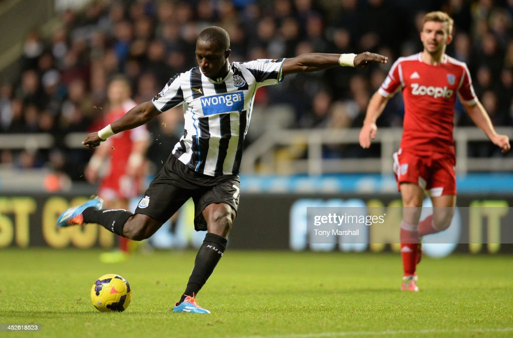 <a gi-track='captionPersonalityLinkClicked' href=/galleries/search?phrase=Moussa+Sissoko&family=editorial&specificpeople=4191251 ng-click='$event.stopPropagation()'>Moussa Sissoko</a> of Newcastle United scores his team's second goal during the Barclays Premier League match between Newcastle United and West Bromwich Albion at St James' Park on November 30, 2013 in Newcastle upon Tyne, England.