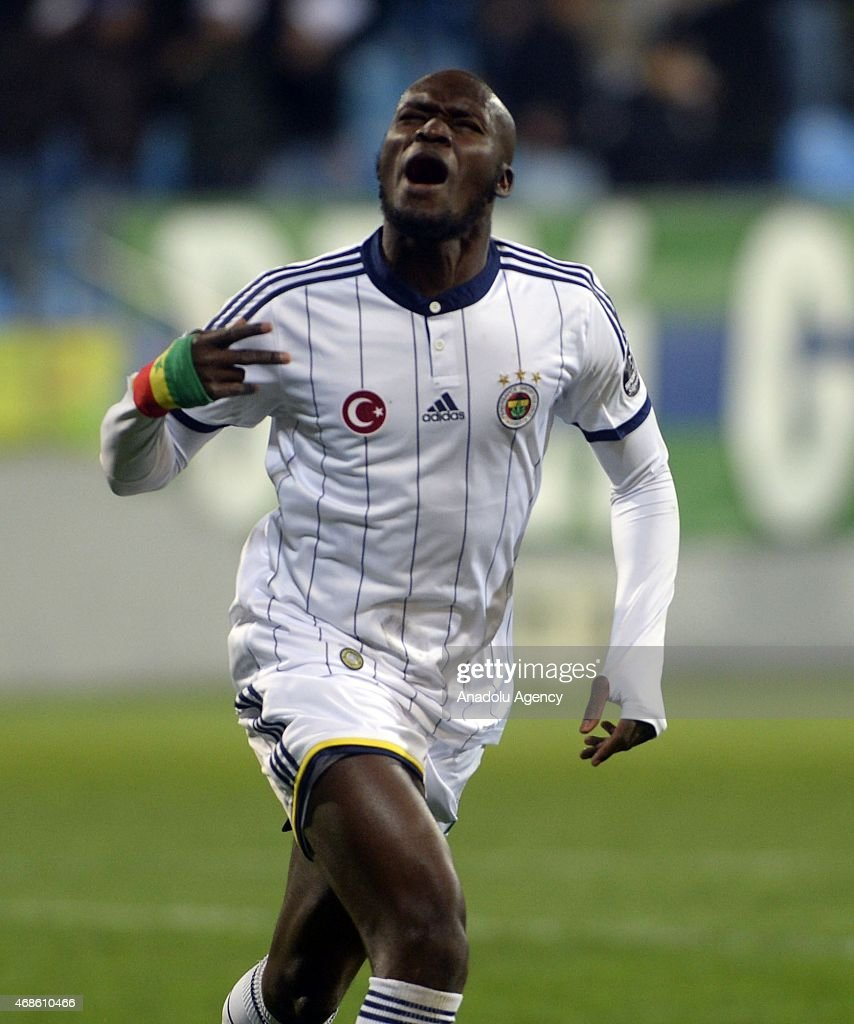 <a gi-track='captionPersonalityLinkClicked' href=/galleries/search?phrase=Moussa+Sow&family=editorial&specificpeople=2336264 ng-click='$event.stopPropagation()'>Moussa Sow</a> (L) celebrates his score during the Turkish Spor Toto Super League match between Caykur Rizespor and Fenerbahce at Yenisehir Stadium in Rize, Turkey on April 04, 2015.