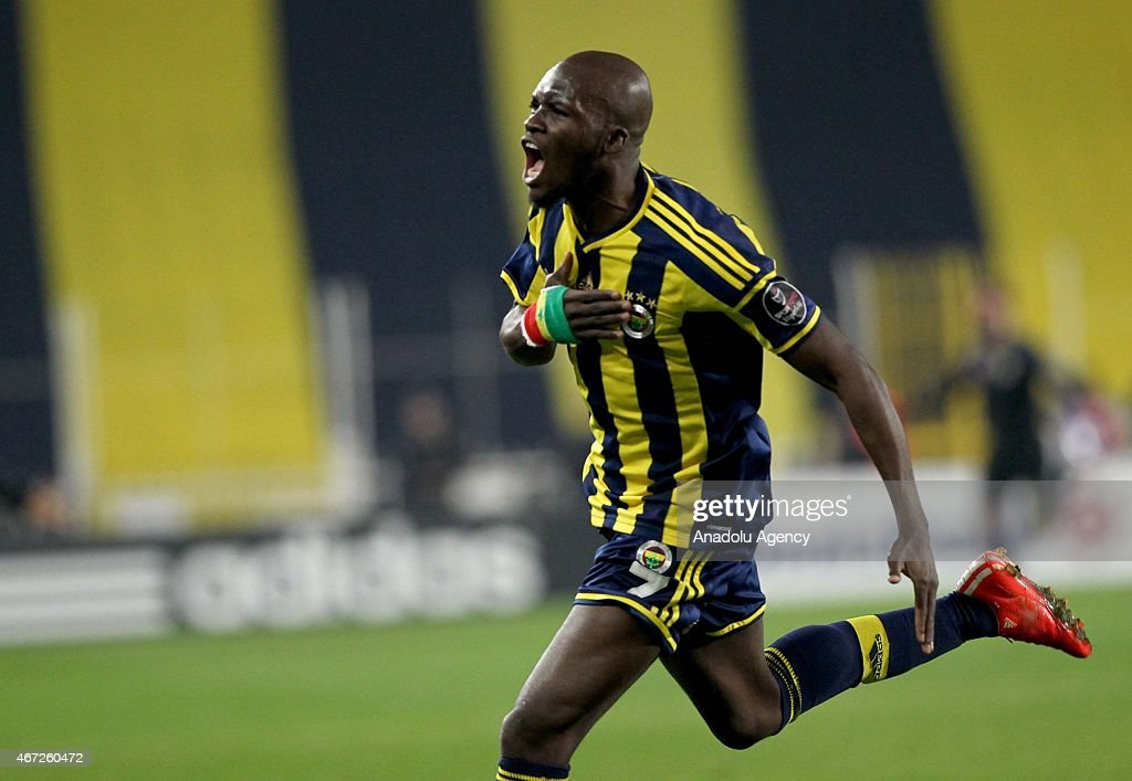 <a gi-track='captionPersonalityLinkClicked' href=/galleries/search?phrase=Moussa+Sow&family=editorial&specificpeople=2336264 ng-click='$event.stopPropagation()'>Moussa Sow</a> of Fenerbahce (C) celebrates his goal with his team mates during the Turkish Spor Toto Super League match between Fenerbahce and Besiktas at Sukru Saracoglu Stadium in Istanbul, Turkey on March 22, 2015.