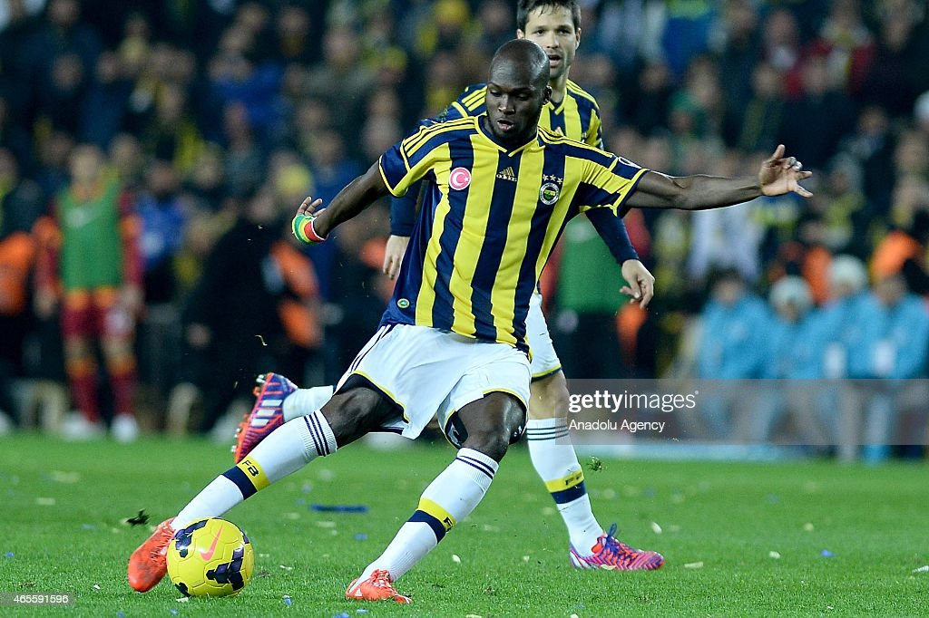 <a gi-track='captionPersonalityLinkClicked' href=/galleries/search?phrase=Moussa+Sow&family=editorial&specificpeople=2336264 ng-click='$event.stopPropagation()'>Moussa Sow</a> (7) of Fenerbahce in action during the Turkish Spor Toto Super League derby game between Fenerbahce and Galatasaray at Sukru Saracoglu Stadium in Istanbul, Turkey on March 08, 2015.