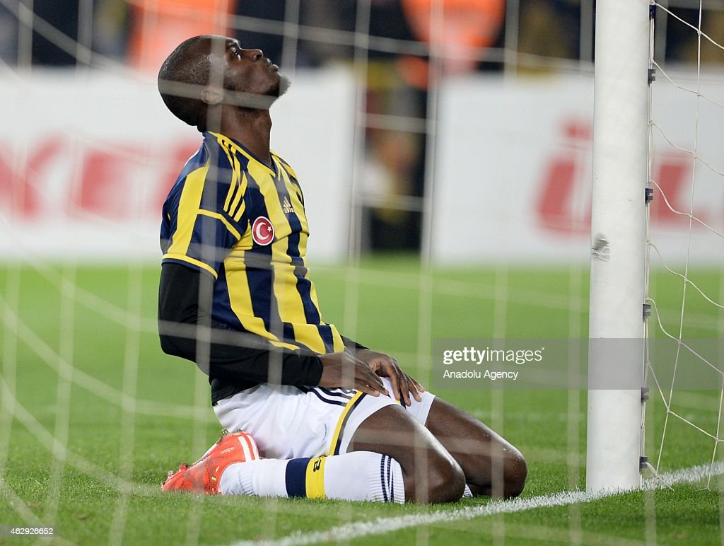 <a gi-track='captionPersonalityLinkClicked' href=/galleries/search?phrase=Moussa+Sow&family=editorial&specificpeople=2336264 ng-click='$event.stopPropagation()'>Moussa Sow</a> of Fenerbahce reacts after a position during the Turkish Spor Toto Spor League soccer match between Fenerbahce and Trabzonspor at Sukru Saracoglu Stadium in Istanbul, Turkey on February 07, 2015.