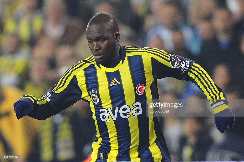 <a gi-track='captionPersonalityLinkClicked' href=/galleries/search?phrase=Moussa+Sow&family=editorial&specificpeople=2336264 ng-click='$event.stopPropagation()'>Moussa Sow</a> of Fenerbahce SK in action during the Turkish Spor Toto Super Lig match between Fenerbahce SK and Galatasaray AS held on March 17, 2012 at the Sukru Saracoglu Stadium in Istanbul, Turkey.