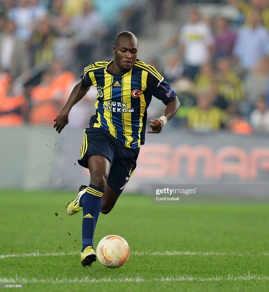 <a gi-track='captionPersonalityLinkClicked' href=/galleries/search?phrase=Moussa+Sow&family=editorial&specificpeople=2336264 ng-click='$event.stopPropagation()'>Moussa Sow</a> of Fenerbahce SK in action during the UEFA Europa League group stage match between Fenerbahce SK and Olympique de Marseille on September 20, 2012 at Sukru Saracoglu in Istanbul, Turkey.