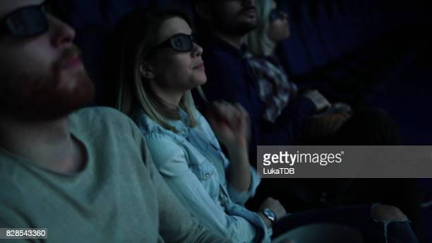 映画館での映画の夜