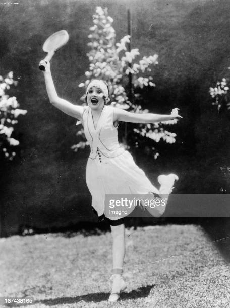 Movie star Madge Bellamy plays tennis About 1930 Photography Filmstar Madge Bellamy spielt Tennis Um 1930 Photographie