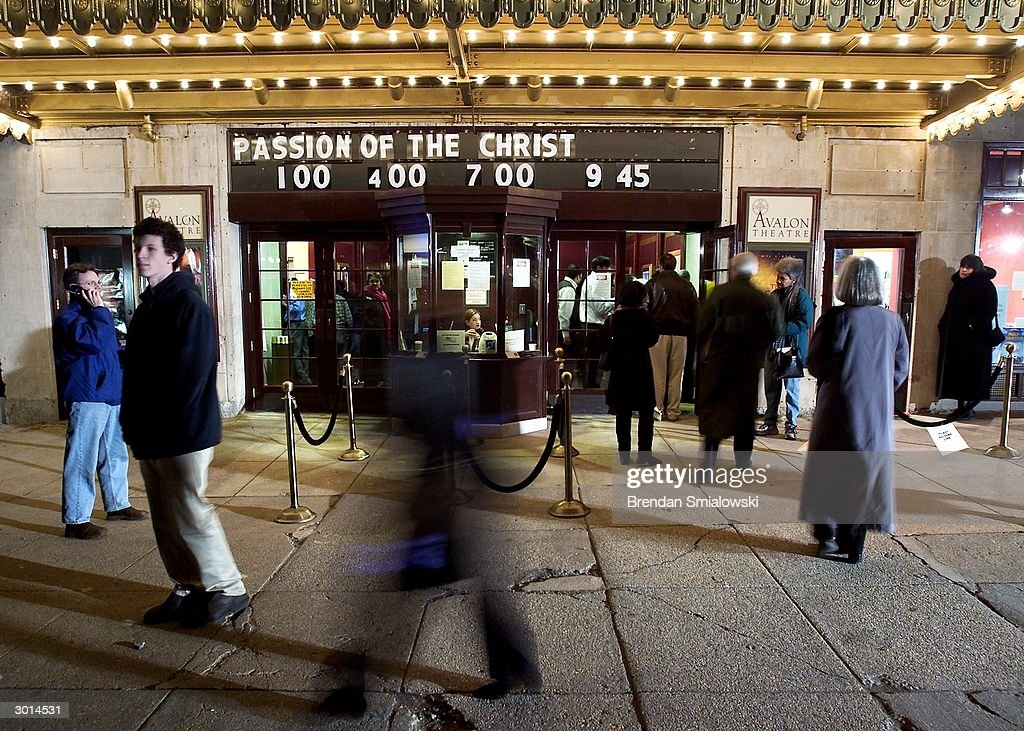 Moviegoers enter the Avalon Theater for the premiere of Mel Gibson's 'The Passion of the Christ' February 25, 2004 in Washington, DC.