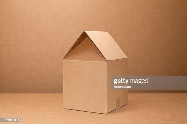 Sich wie zu Hause fühlen. Pappkarton geformte house.