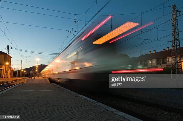 Treno Lasciando la stazione di