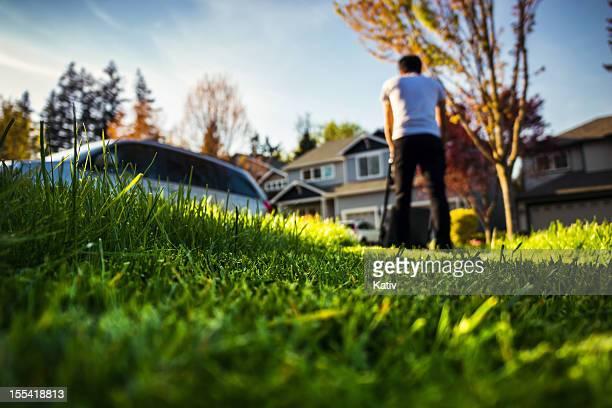 Der Rasen mähen