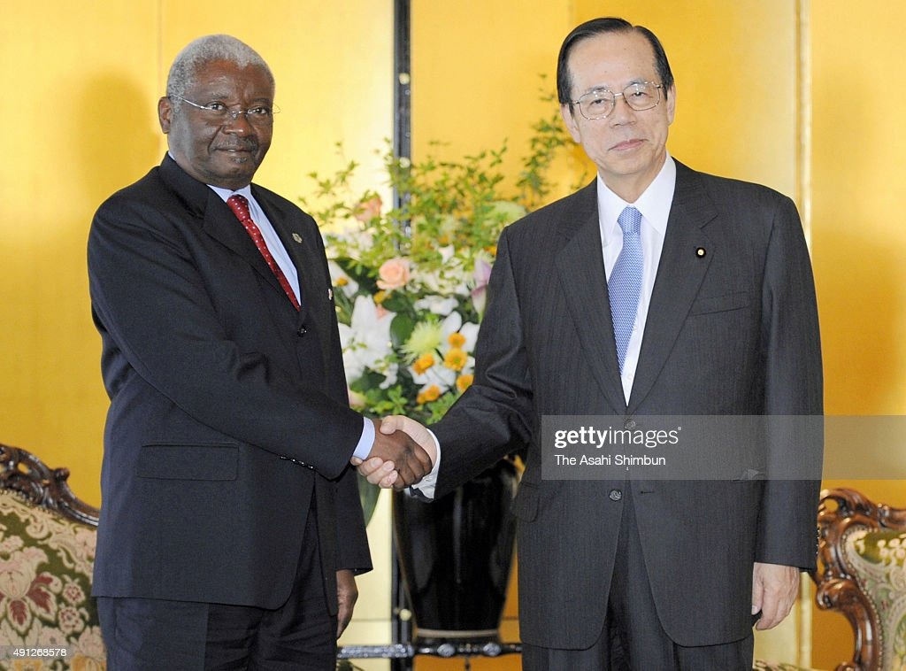 Mozambique President <a gi-track='captionPersonalityLinkClicked' href=/galleries/search?phrase=Armando+Guebuza&family=editorial&specificpeople=569903 ng-click='$event.stopPropagation()'>Armando Guebuza</a> (L) and Japanese Prime Minister <a gi-track='captionPersonalityLinkClicked' href=/galleries/search?phrase=Yasuo+Fukuda&family=editorial&specificpeople=2664316 ng-click='$event.stopPropagation()'>Yasuo Fukuda</a> (R) shake hands during their meeting on the sidelines of the Tokyo International Conference on African Development (TICAD IV) at Pacifico Yokohama on May 28, 2008 in Yokohama, Kanagawa, Japan.