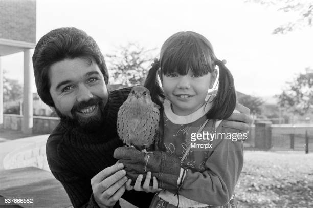 Mr Graham Kenworthy of Keighley paid a flying visit to Bradley Infants School this morning with his fiveyear old male kestrel And sixyear old Kelly...