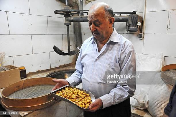 tavazo co تجربه طولانی ، کیفیت مطلوب ، رضایت مشتری خشکبار تواضع فعالیت خود را بیش از یک قرن پیش ، در شهر تبریز آغاز نمود و تا کنون با بیش از یکصد سال تجربه توانسته است سهم به سزایی در تولید و توزیع خشکبار.