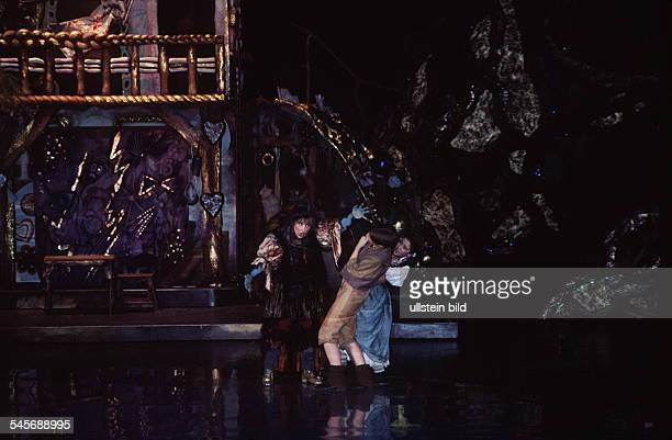 Märchenrevue `Hänsel und Gretel` nachMotiven der Oper v EHumperdinck imFriedrichstadtpalast Berlin November 1994