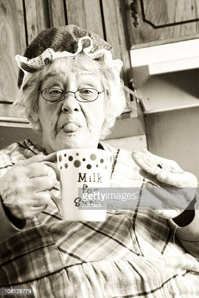 Mère Noël avoir du lait et des biscuits, sépia