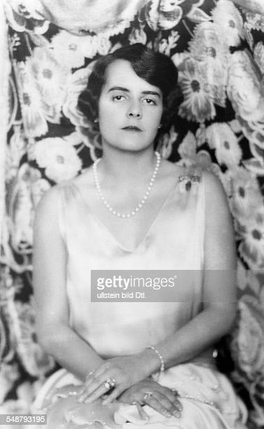 Mrs Karl Henkell nee Baroness von Rieder Portrait in a silk dress with pearl necklace around 1929 Photographer Hugo Erfurth Published by 'Die Dame'...