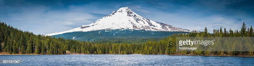 Mt Hood (3249m) iconic Oregon Cascades peak forest lake panorama