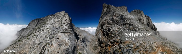 Monte Olympus en nubes-sede de los dioses